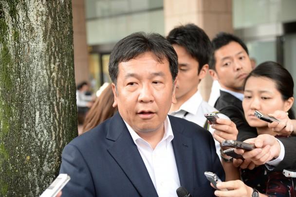 記者の質問に答える枝野幹事長