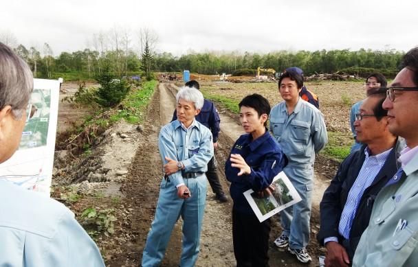帯広市清川町では増水した河川の水が流れ込み大豆畑一面に泥が押し寄せ耕作不能となっている農地の浸水被害状況を確認