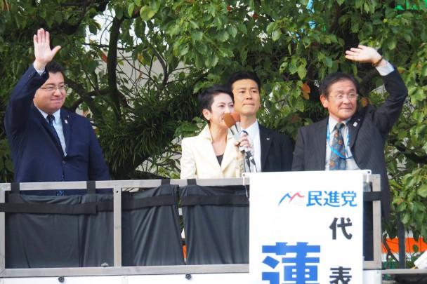 山形屋前での街頭演説会では県連代表の田口雄二県議が司会を担当