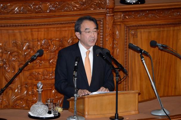 内閣不信任決議案の賛成討論に立つ近藤昭一議員