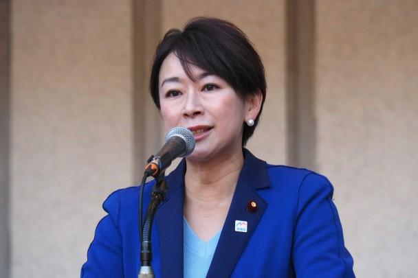 山尾志桜里国民運動局長