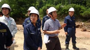 日田市で被災者より説明を受ける視察団