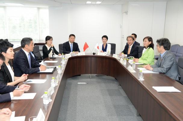 中国共産党中央対外連絡部が党本部を訪問