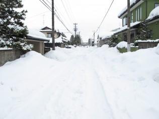 除雪が進んでいない生活道路のようす